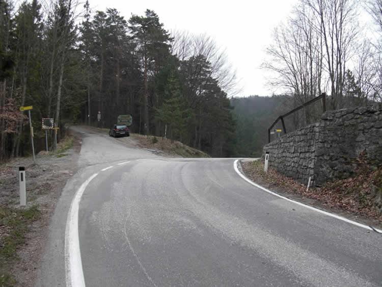 Bergstraße Auf dem Hals in Niederösterreich