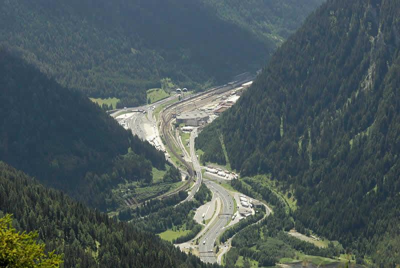 Brennerpass von Norden - Verbindung Tirol und Südtirol