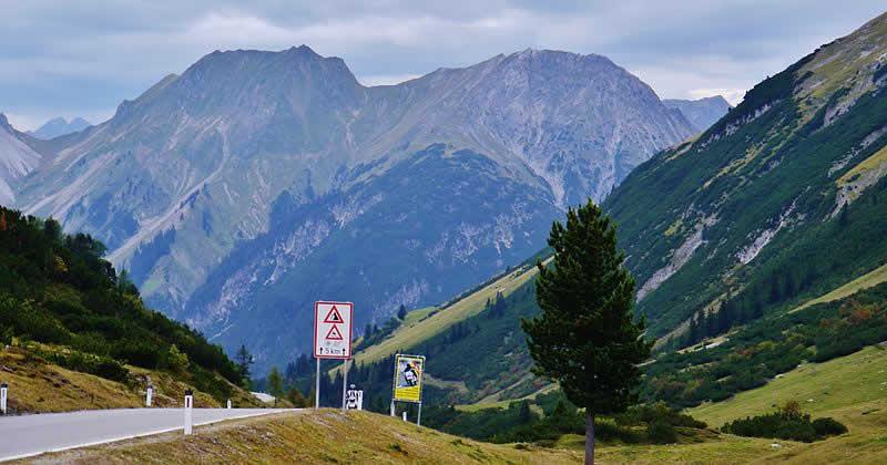 Bergstraße Hahntennjoch bei Imst in Tirol