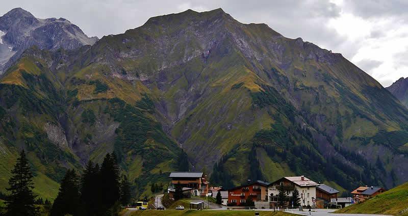 Bergstraße Hochtannberg bei Warth in Vorarlberg
