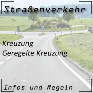 Geregelte Kreuzung im Straßenverkehr