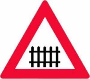 Verkehrszeichen Gefahrenzeichen Bahnübergang mit Schranken