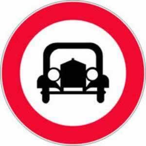 Verkehrszeichen Verbotszeichen Fahrverbot mehrspurige Kraftfahrzeuge