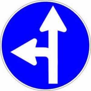Gebotszeichen Fahrtrichtung