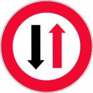 Verkehrszeichen Verbotszeichen Wartepflicht Gegenverkehr
