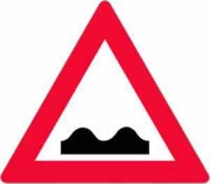 Verkehrszeichen Querrinne Aufwölbung
