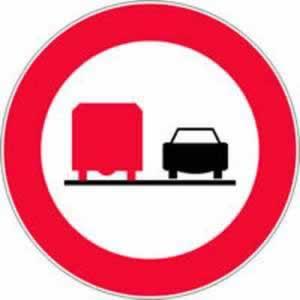 Verkehrszeichen Überholen für LKW verboten