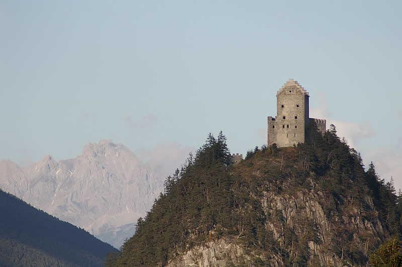 Kronburg über Zams in Tirol