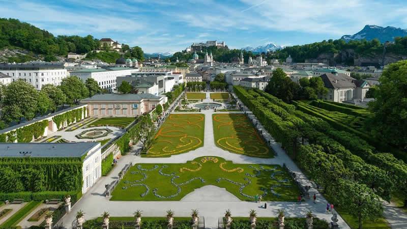 Schloss Mirabell in der Stadt Salzburg samt Mirabellgarten