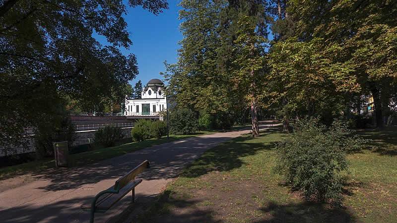 Hadikpark beim Wienfluss Wien-Penzing