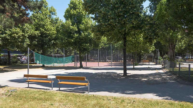 Hermann-Leopoldi-Park bei der Niederhofstraße in Wien