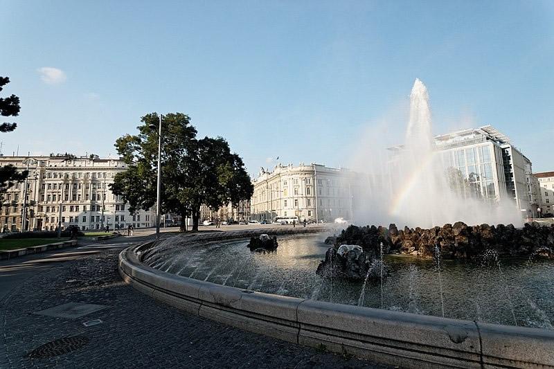 Schwarzenbergplatz in Wien mit Hochstrahlbrunnen