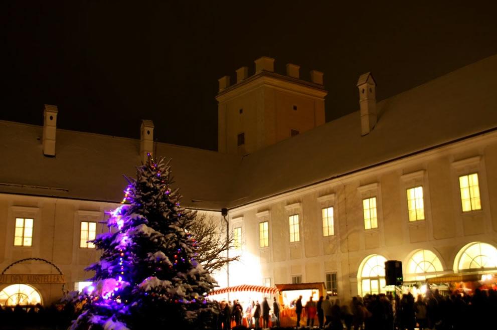 Adventmarkt Enns Schloss Ennsegg