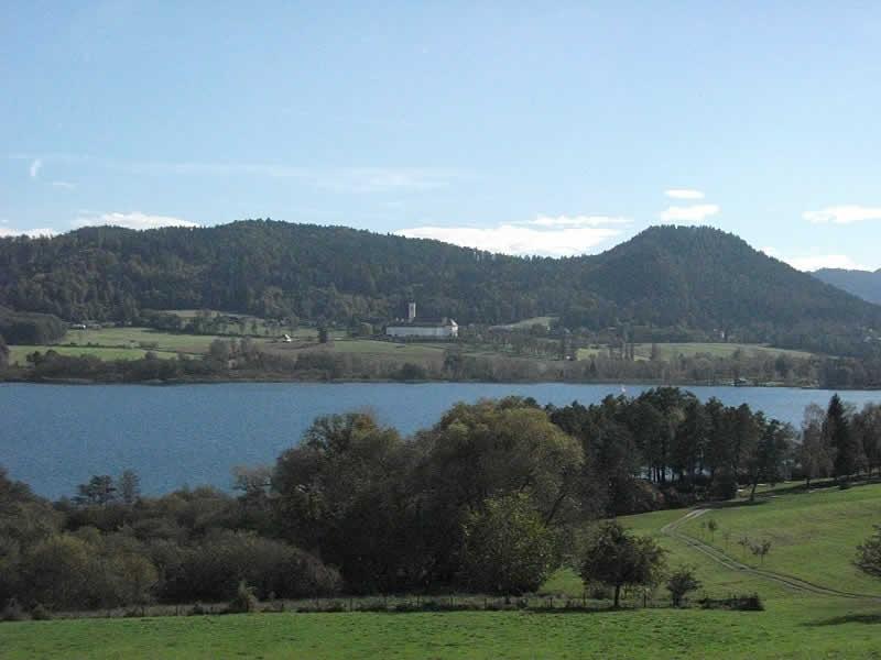 Längsee bei der Burg Hochosterwitz in Kärnten