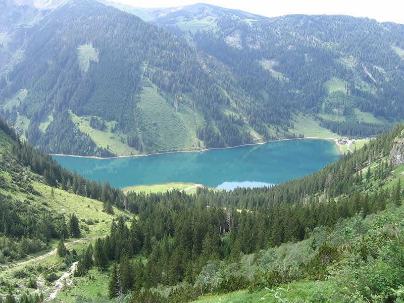 Vilsalpsee in den Allgäuer Alpen in Tirol