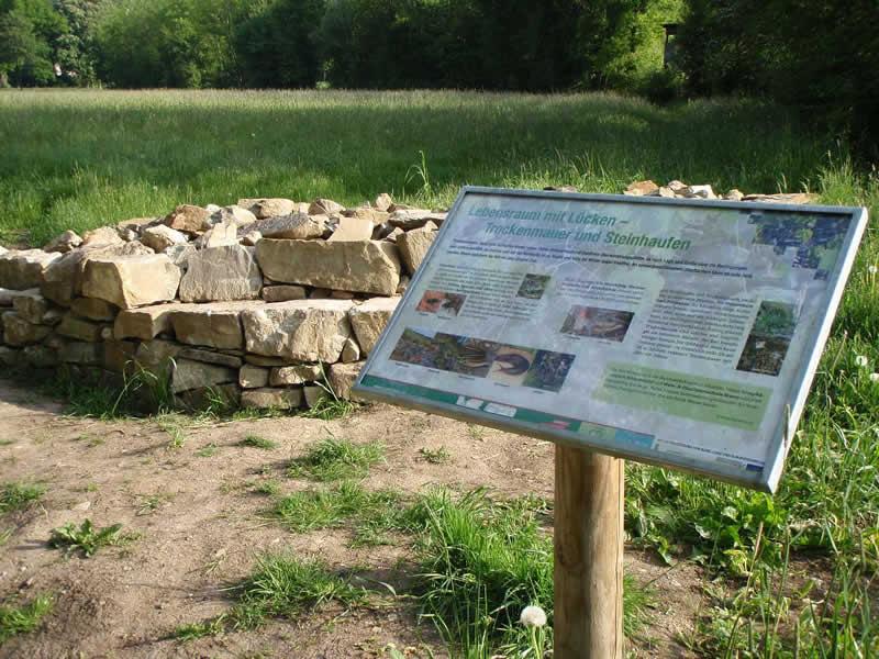 Waldlehrpfad im Lainzer Tiergarten mit Hermesvilla